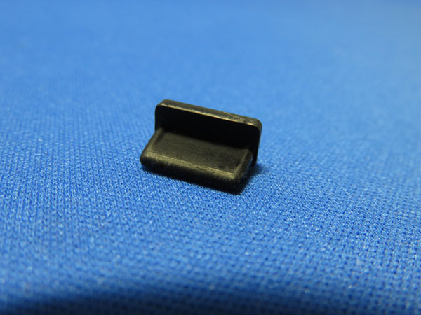monofive USBポートコネクタ防塵保護カバー・キャップ(20個入り)シリコンタイプ MF-USB-C20B