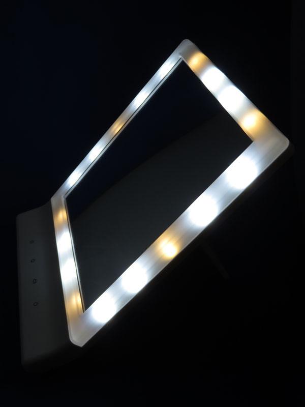 【レビュー記事】HONESTEAST LEDミラー スタンド/壁掛け USB/電池