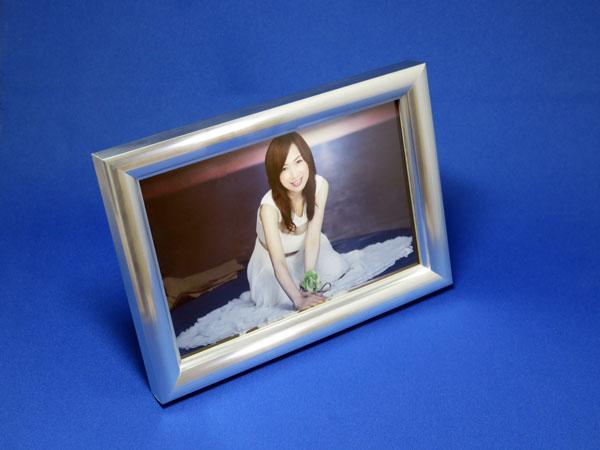 森口博子さんのポストカードを飾るためにフォトスタンドを購入する!