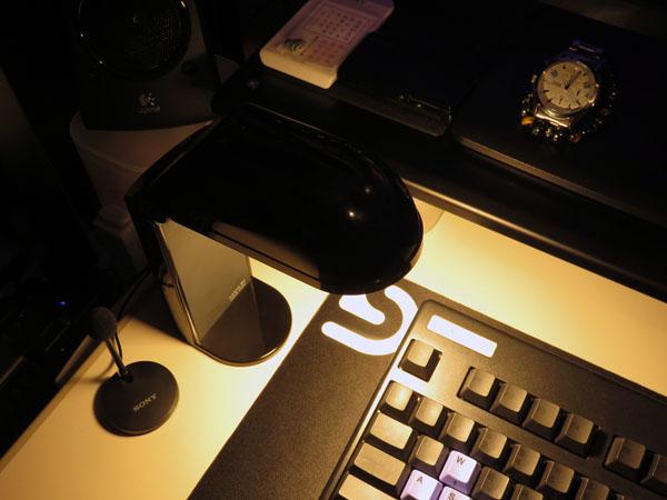 パソコン部屋の照明を工夫してLED電球に交換する!