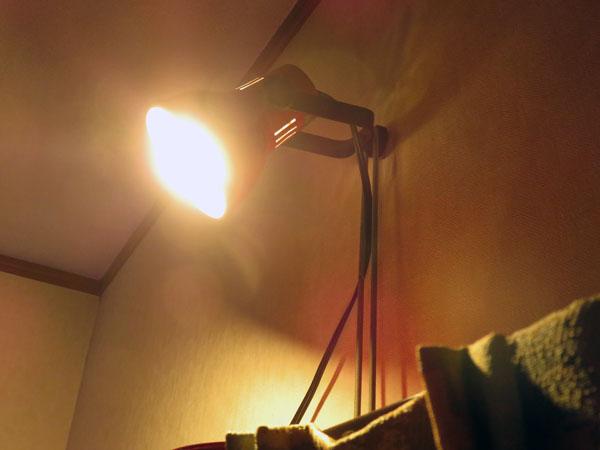 パソコン部屋の照明を工夫する!