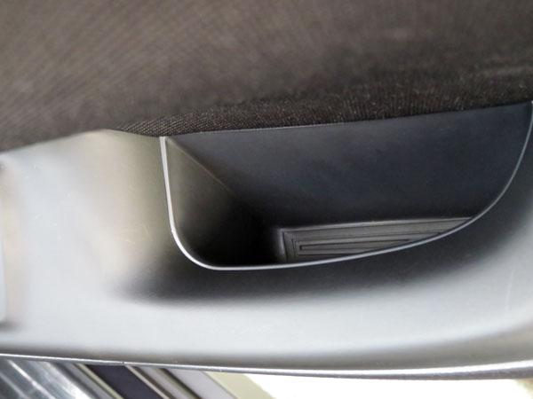 愛車ノアの車内17箇所のポケットにラバーマットを敷いてみた!