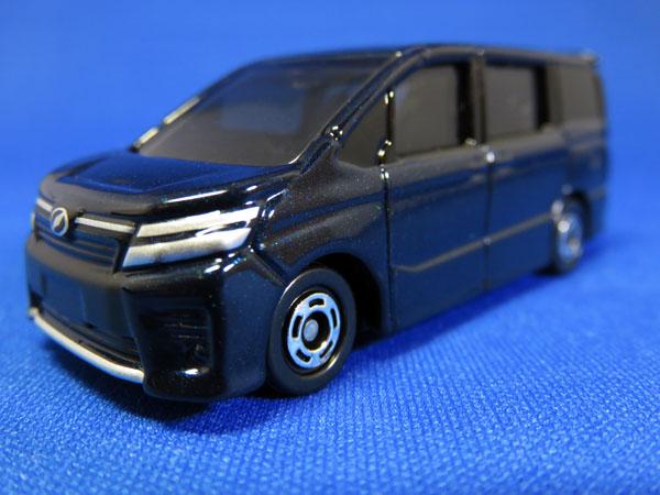トミカ No.115 トヨタ ヴォクシーを購入する!