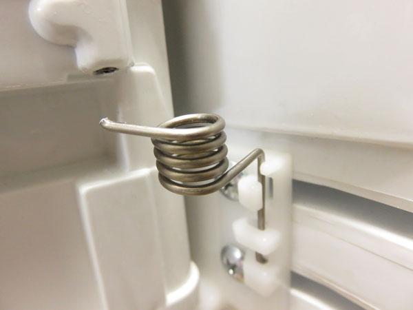 【DIY】東芝冷蔵庫GR-B50Fのドア開閉用スプリングが破損する!